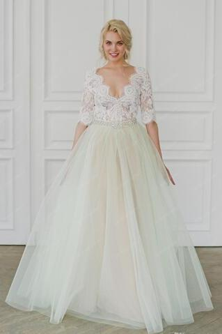 Lace Crystals 2018 Bohemian Arabic Wedding Dresses V-neck Half Sleeves A-line Bridal Dresses Vintage Wedding Gowns