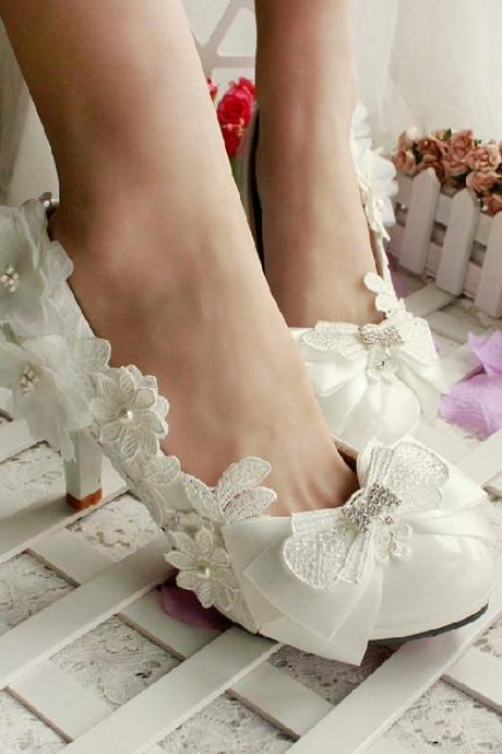 2018 In Stock Elegant Wedding Heels Women Pumps 3cm High Heels Wedding Bridal Shoes Lace Pointed Toe High Heels
