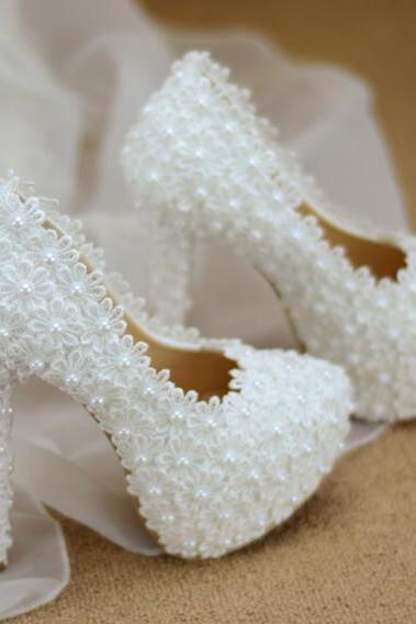 2018 In Stock Luxury Bling Sparkle Lace Pearls White Wedding Heels Women Pumps 8cm High Heels Wedding Bridal Shoes Pointed Toe High Heels