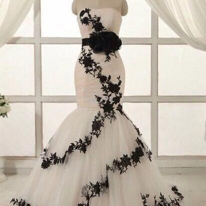 Dreaming White And black Mermaid Wedding Dresses with black belt lace appliques sweetheart backless bridal gown custom made